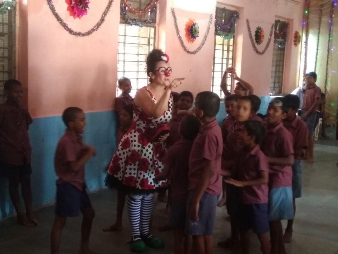 anjeze - kids having fun with clown2